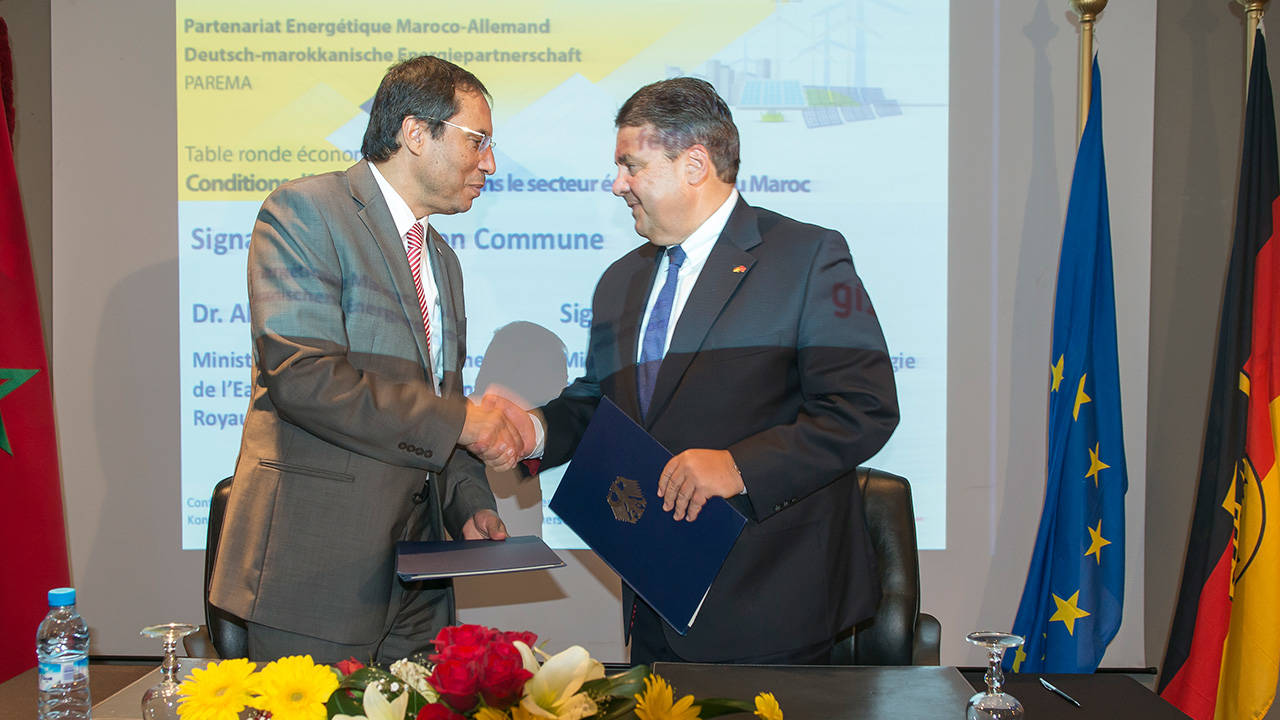 The Energy Ministers Abdelkader Amara and Sigmar Gabriel shaking hands.